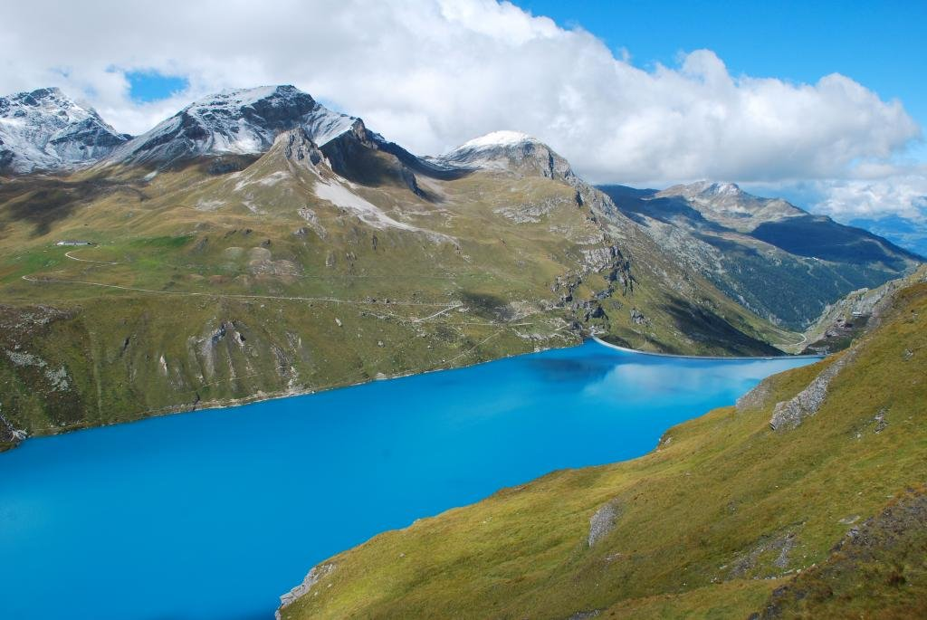 The climb from Sierre to the Moiry Dam allows you to discover the Val d'Anniviers – without doubt one of the prettiest valleys in the Valais- and cross charming little villages like Vissoie and Grimentz. The Moiry dam and lake are a must see.