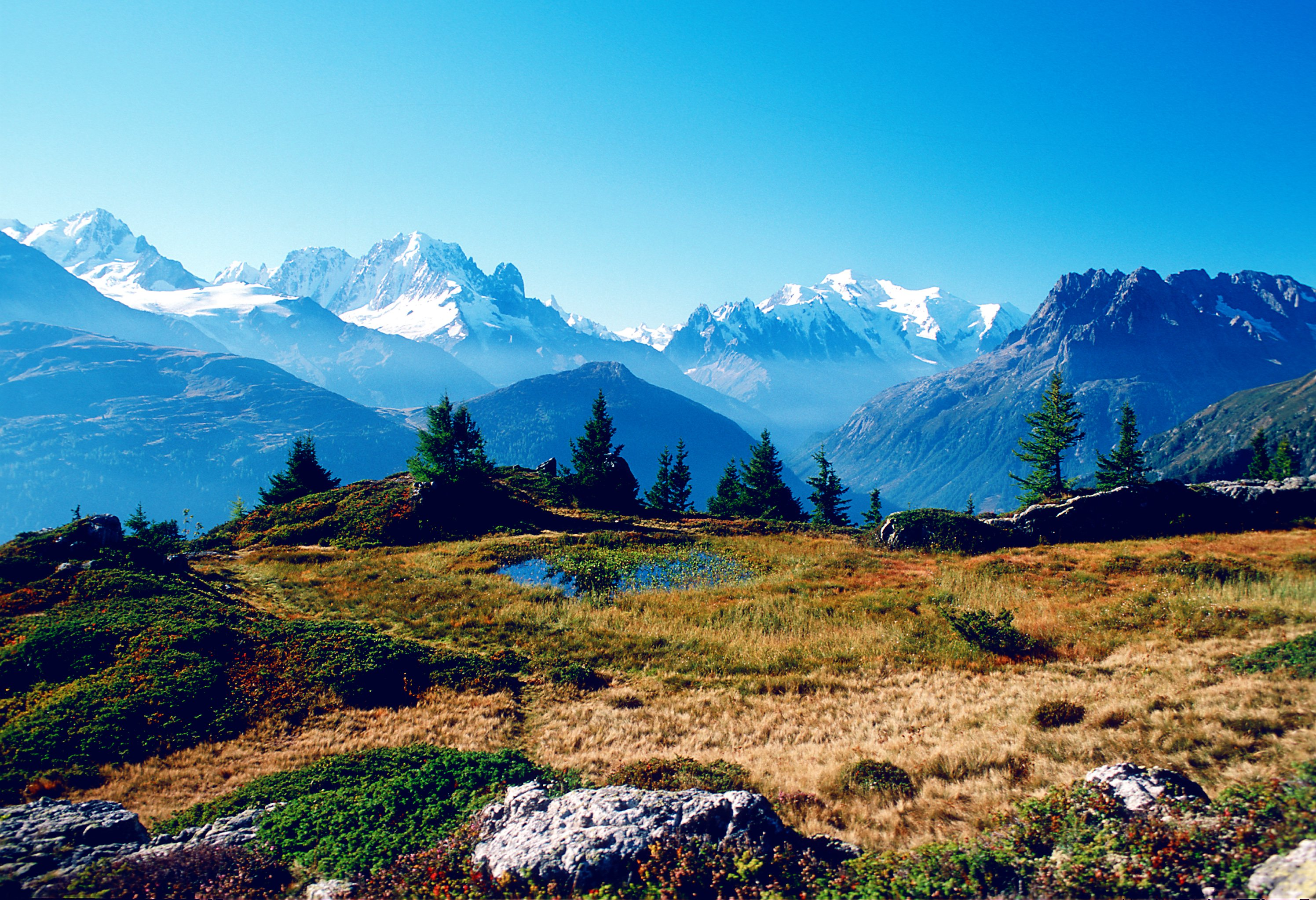 As a natural link between the Rhone plain and the Chamonix Valley, in the heart of the Mont-Blanc region, the Trient Valley is a region of genuine character and unforgettable beauty.