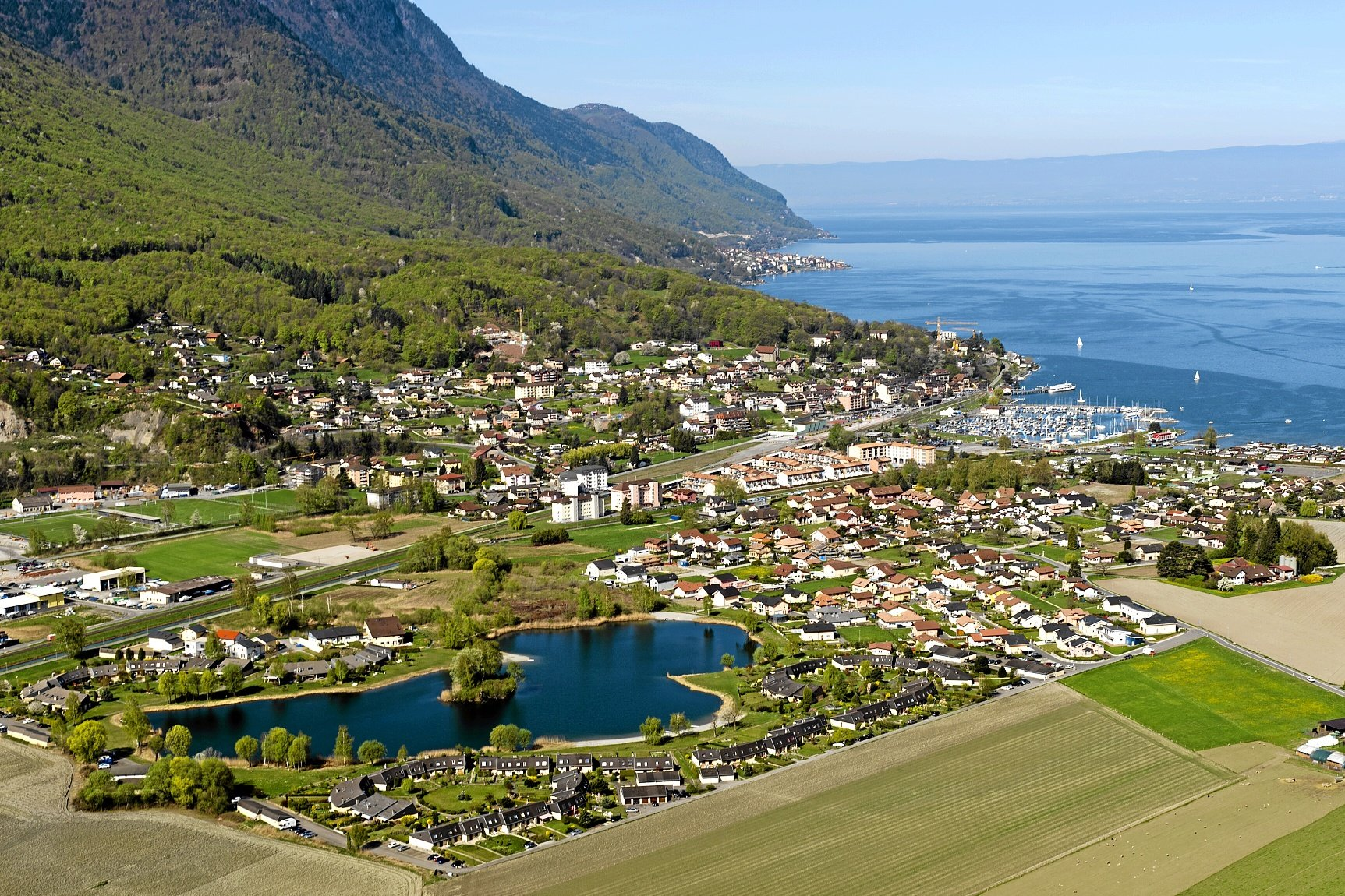 From the base of the Dents du Midi to the shores of Lake Geneva, on this ninth stage you will discover the Vallée d'Illiez on its left side as you descend into the Rhone Valley. You reach Lake Geneva along the Stockalper canal on the banks of the Rhone River.