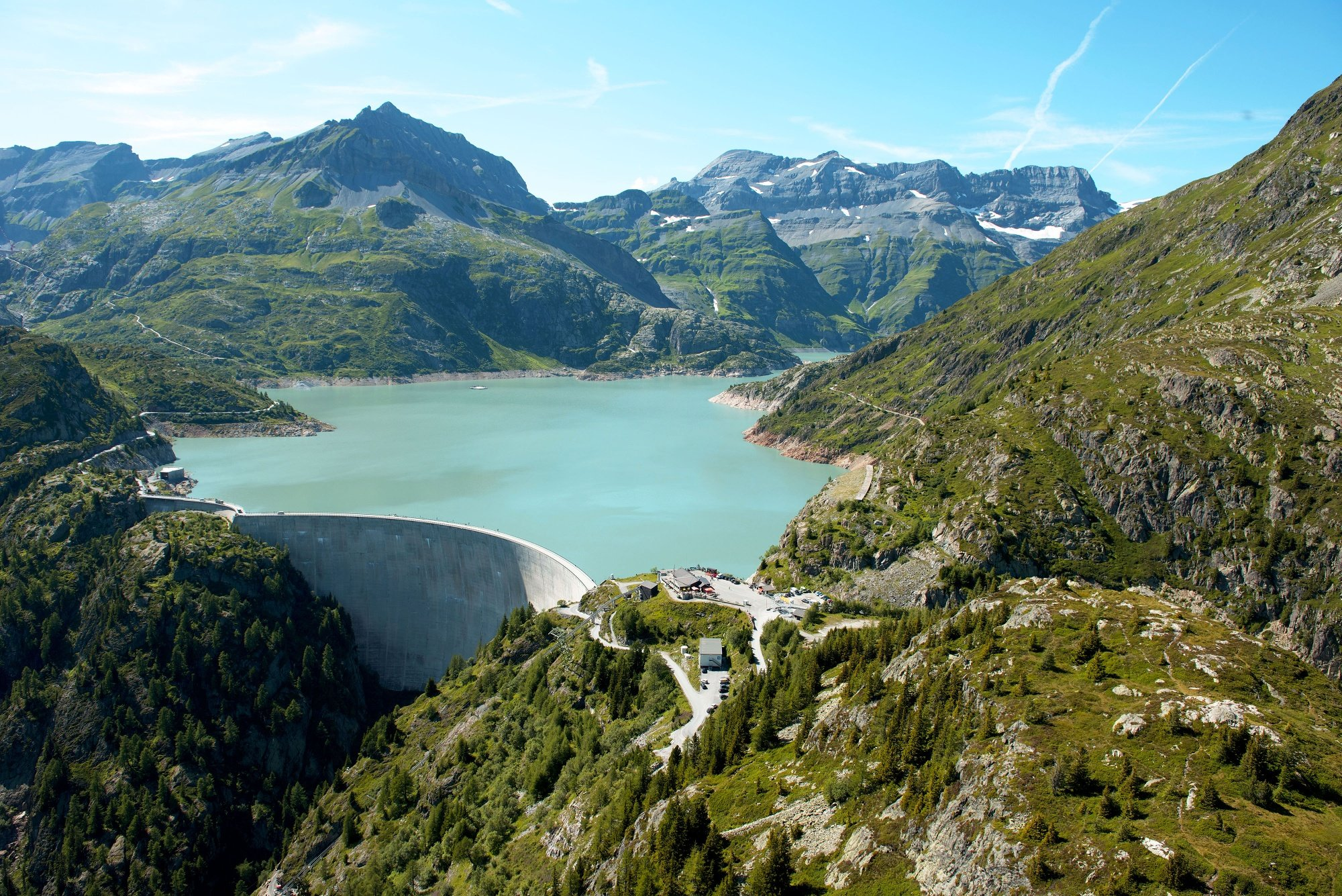 There are about eleven kilometres between Le Châtelard and the Col de la Gueulaz at a height of 1,965m. Made famous by its dinosaur tracks, this pass located at Emosson Dam had the honour of hosting the Tour de France on July 20, 2016.