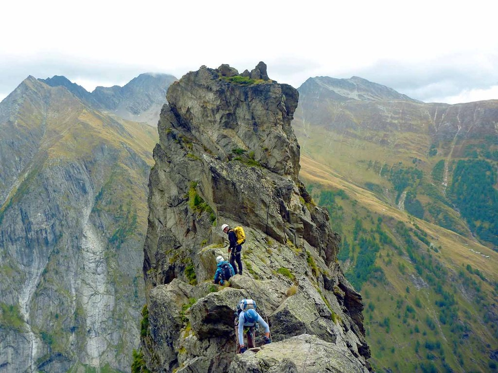 A two-hour hike leads to the start of the via ferrata, with its 1,400 vertical metres of ascent. After the taxing climb up to the Wiwannihütte, you are rewarded with breathtaking views of the region's 4,000-metre peaks.
