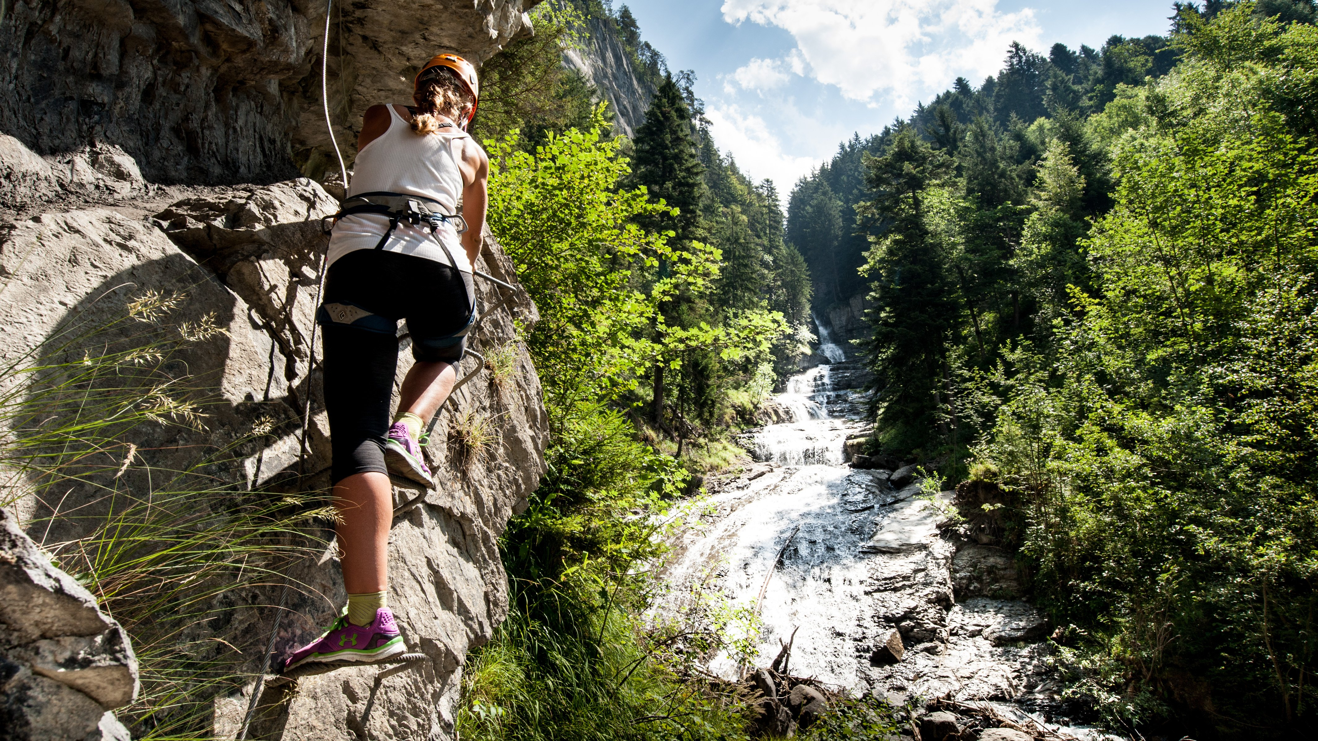 The Via Ferrata of Tière is 450 m long and passes a height difference of 125 m. It crosses over the Tière cascades three times.